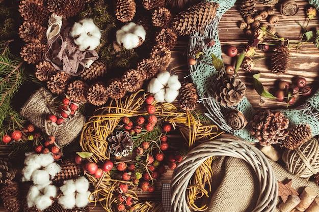 Ghirlanda di componenti naturali - preparazione per realizzare decorazioni eco naturali