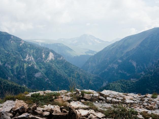 Natura aria fresca nebbia montagne paesaggio nuvole