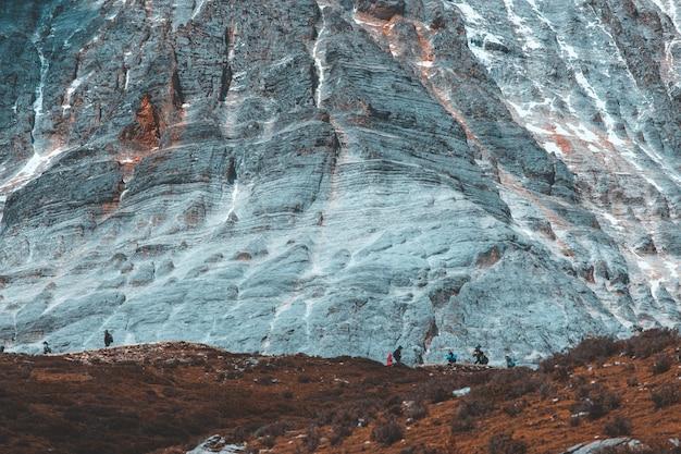 Vista della natura della montagna nevosa