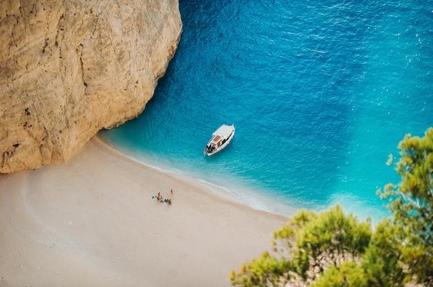 Spiaggia del navagio. baia del naufragio, isola di zante