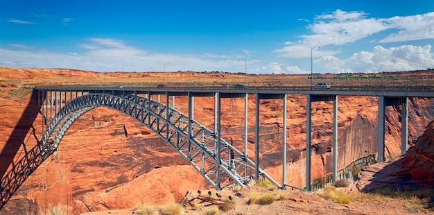 Navajo bridge sul fiume colorado vicino a page, arizona usa