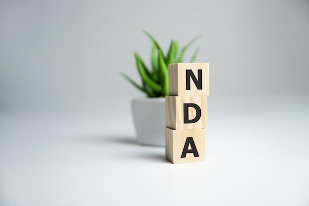 Parola di non divulgazione dell'accordo di non divulgazione sui cubi di legno