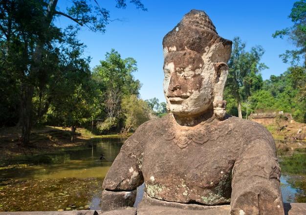 Vicino alla porta nord di angkor thom, siem reap, cambogia