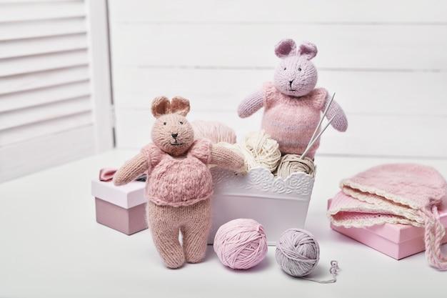 Ricamo e lavoro a maglia