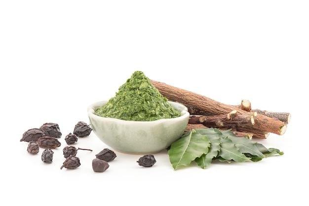 Neem o azadirachta indica, legni, semi essiccati ed estratti di foglie verdi isolate.