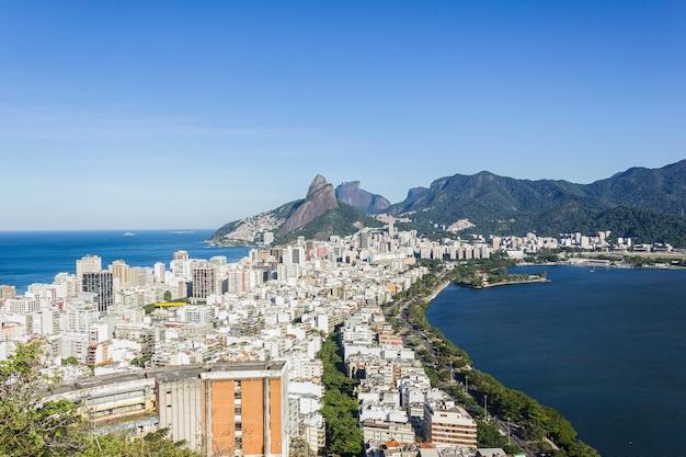 Il quartiere di ipanema e la laguna di rodrigo de freitas, visto dalla cima della collina di cantagalo a rio de janeiro.