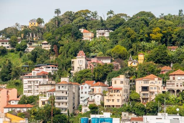 Quartiere di santa teresa visto dal centro di rio de janeiro in brasile.