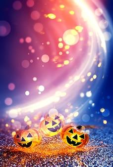 Testa di zucca incandescente al neon su sfondo bokeh sfocato astratto
