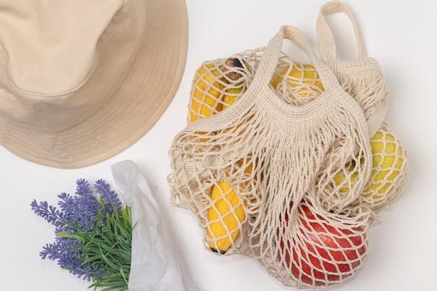 Tote bag riutilizzabile in rete di cotone con frutta, fiori e cappello