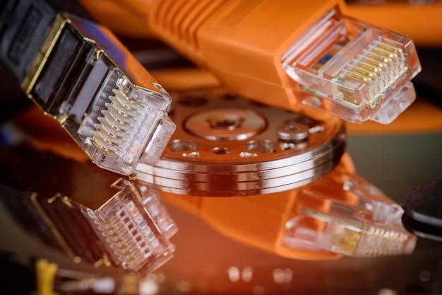 Trasferimento di informazioni su cavo ethernet di rete, server e archiviazione di informazioni con backup di file online
