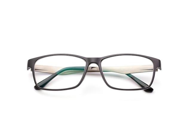 Nuovi occhiali neri con lenti trasparenti isolati su superficie bianca