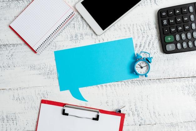 Nuova pianificazione aziendale idee di ricerca gestione produttiva del tempo scrittura di note importanti raccolta raccolta di informazioni comunicazione globale videochiamata vocale