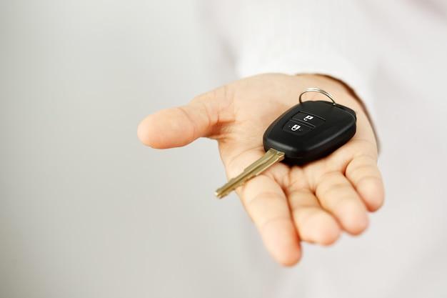 Chiavi auto nuove con offerte prestiti auto a tasso agevolato presso gli showroom