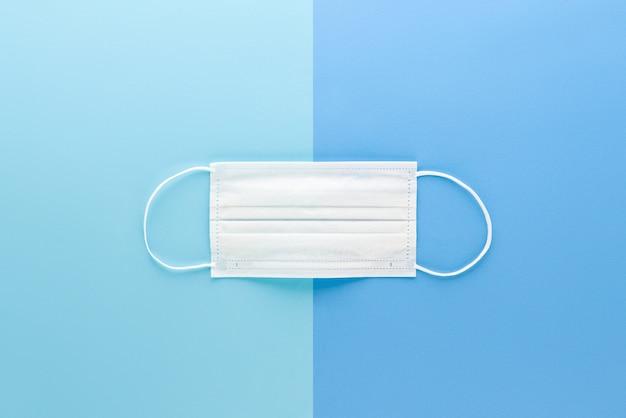 Nuova maschera di protezione medica bianca pulita isolata