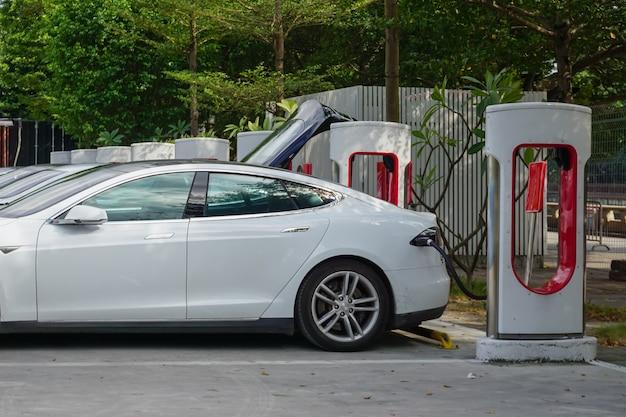 Nuova stazione di ricarica per veicoli energetici