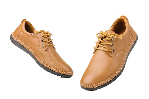Nuove scarpe in pelle da uomo