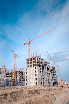 Nuovo sviluppo residenziale e grandi gru