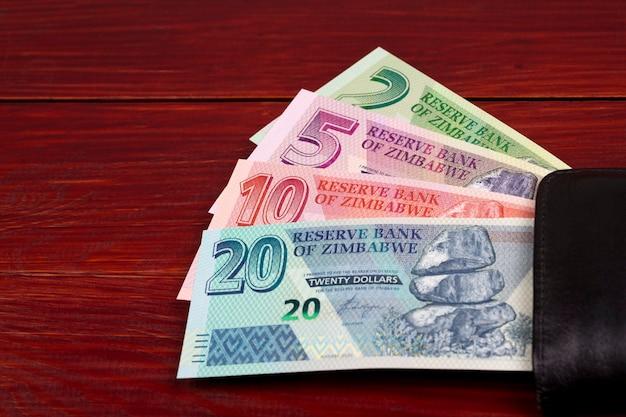 Nuova serie di banconote dello zimbabwe nel portafoglio nero