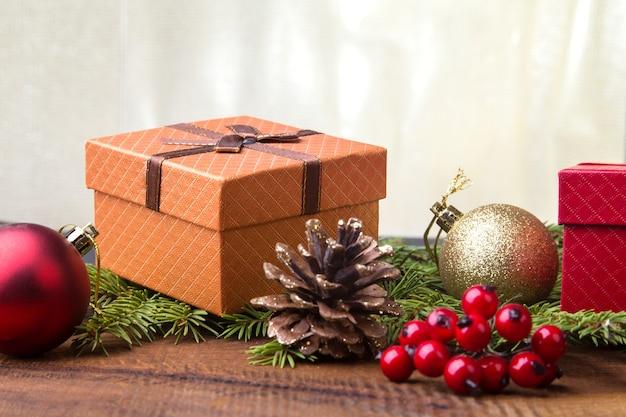 Capodanno o decorazioni natalizie con scatole regalo