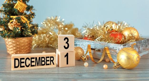 Composizione del nuovo anno e decorazioni e regali di natale