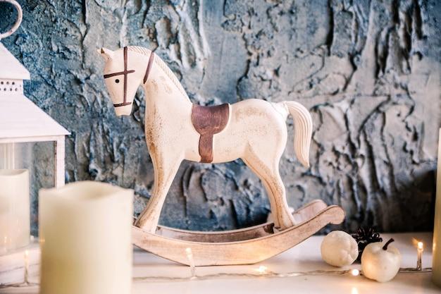 Giocattolo di capodanno a forma di cavallo