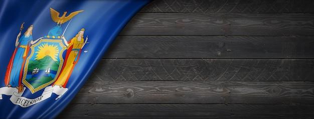 Bandiera di new york sulla bandiera della parete di legno nero, stati uniti d'america