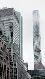 New york, usa - 1 ° maggio 2016: il grattacielo residenziale più alto del mondo a manhattan, new york city. la sua altezza - circa 426 metri, 96 piani e 104 appartamenti.