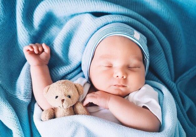Il neonato dorme nei primi giorni di vita