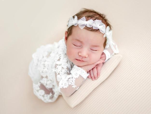 Ritratto in studio di neonata