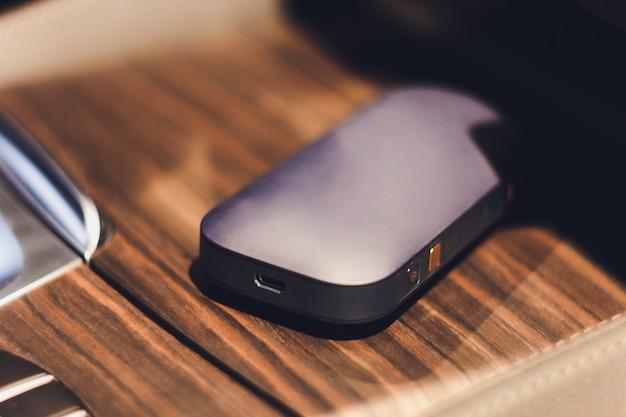 Sigarette elettroniche più recenti, sistema di riscaldamento del tabacco iqos, fumo.