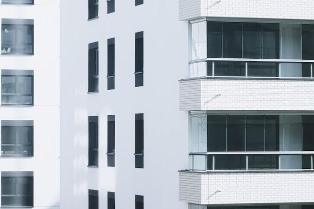 Architettura dei condomini di nuova costruzione e concetto di immobile residenziale