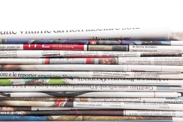 I giornali si sono piegati per formare uno sfondo