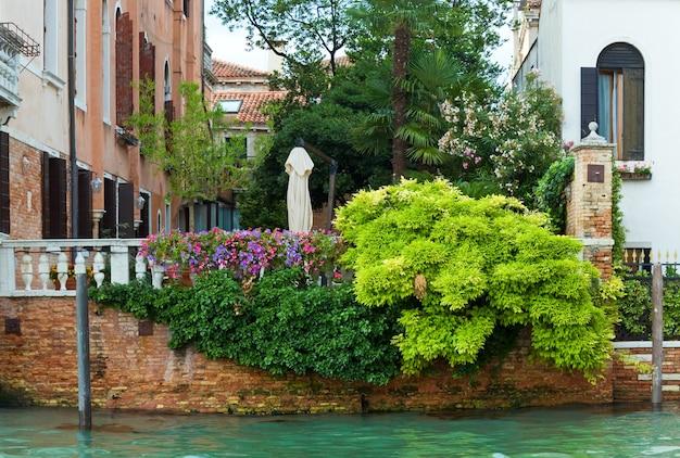 Bella estate vista sul canale veneziano, venezia, italia