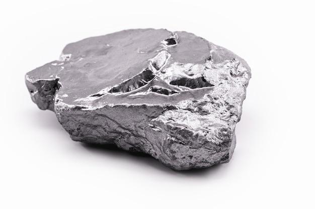 Il nichel è un elemento chimico, risultante dalla combinazione di arsenico, antimonio o zolfo.