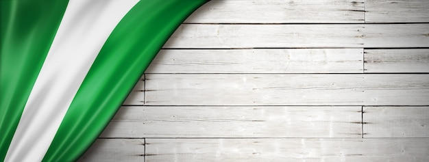 Bandiera della nigeria sul vecchio muro bianco.