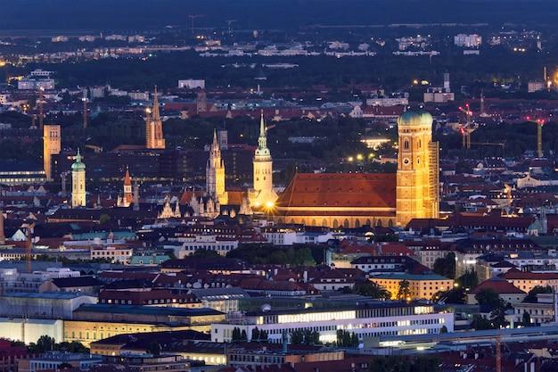 Vista aerea di notte di monaco di baviera, germania