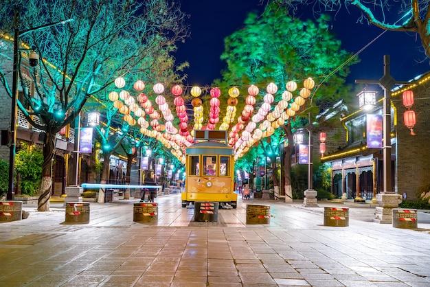 Scena notturna di dongchanghu street a liaocheng, provincia di shandong