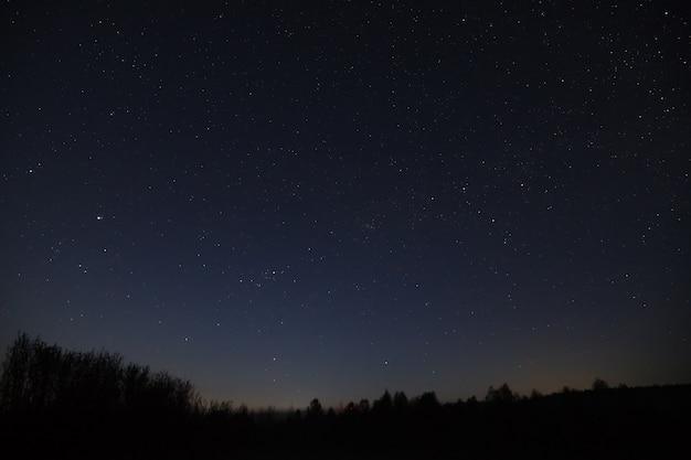 Stelle del cielo notturno. via lattea della galassia dell'universo