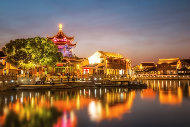 Vista notturna della città antica di suzhou