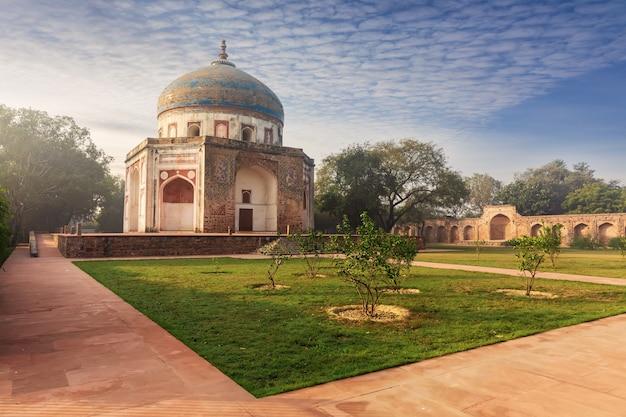 Nila gumbad o cupola blu vicino alla tomba di humayun, new delhi, india.
