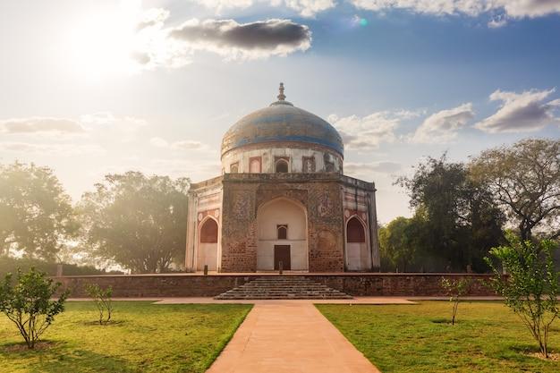 Nila gumbad nel complesso della tomba di humayun a delhi, india.