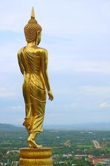 Buddha dorato alto nove metri