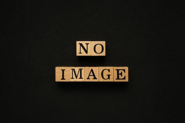 Nessun testo immagine su blocco di legno.