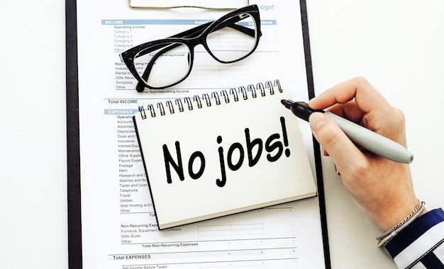 Nessun lavoro testo scritto da donna d'affari nel suo diario sulla scrivania in ufficio