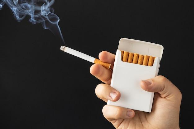 Nessuna composizione di elementi del giorno del tabacco