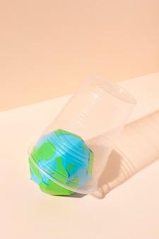 Oggetti in plastica non ecologici