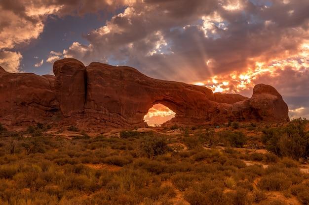 North window arch all'alba nel parco nazionale di arches, usa utah