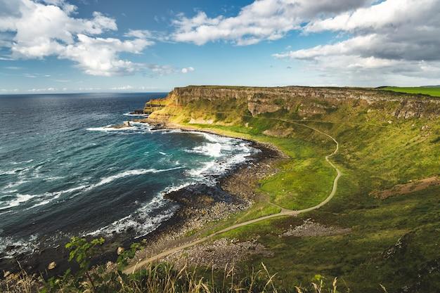 Panoramica del litorale dell'irlanda del nord.