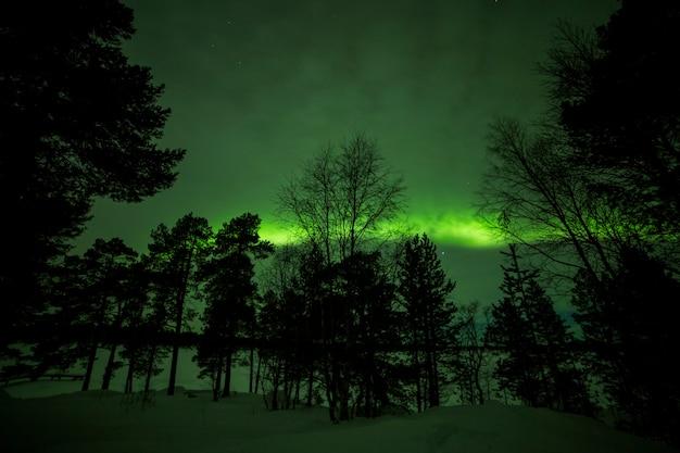 Aurora boreale nel lago inari
