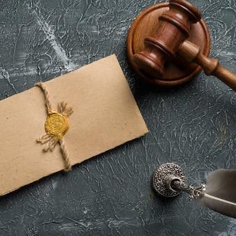 Notaio, avvocato. concetto di diritto con timbro in aula. timbro di legacy di legge giudice contratto tribunale legale fiducia.